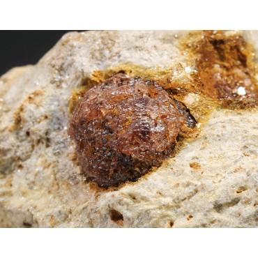Espesartina cristalizada granate