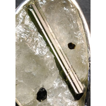 Cuarzo con turmalina