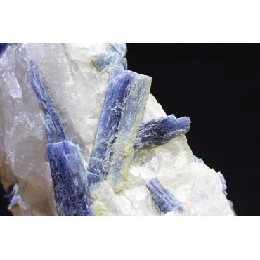 Mineral cianita