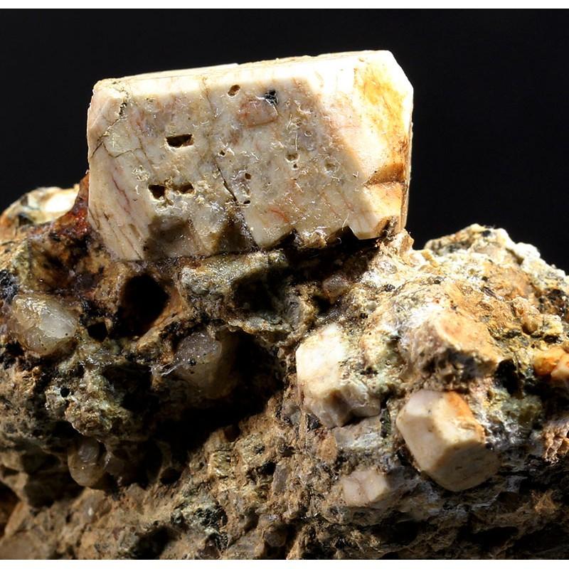 Mineral ortosa cristalizado